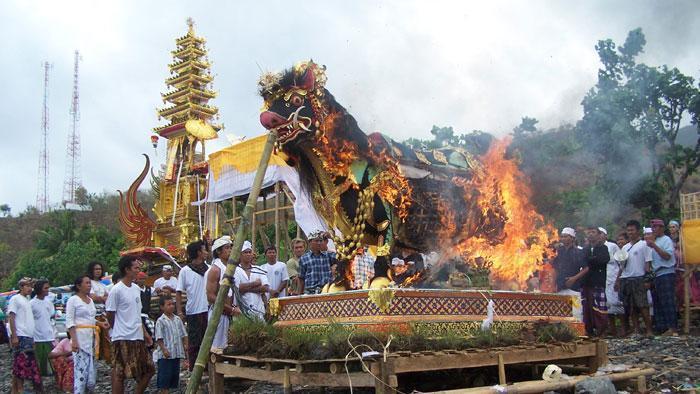 3 Jenis Upacara Ngaben yang Wajib Diketahui   Destinasi Utama Lombok